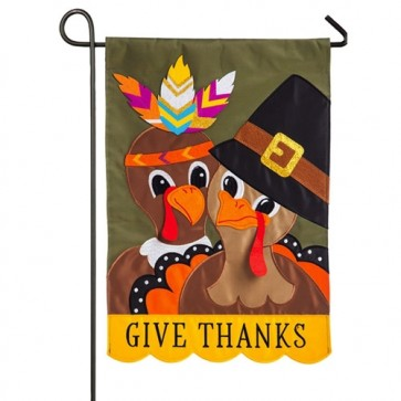 Pilgrim Couple Happy Thanksgiving Garden Flag